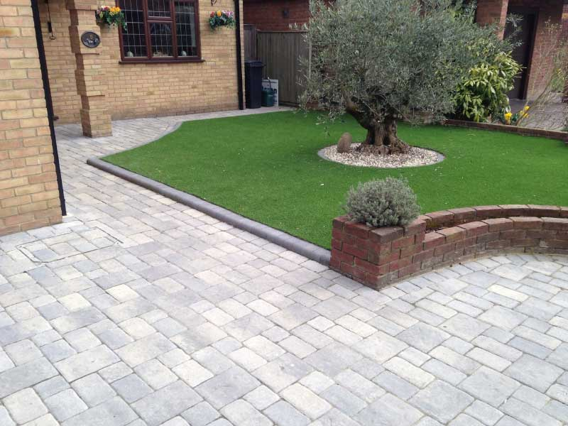 Block paving patios and driveways brentwood essex for Paved front garden designs